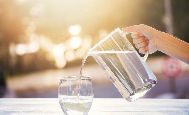 Πόσο νερό πρέπει να πίνουμε καθημερινά;