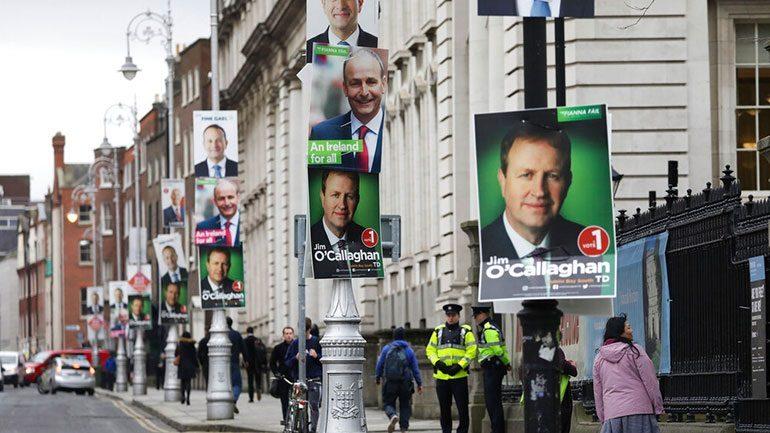 Οι Ιρλανδοί προσέρχονται στις κάλπες για να αναδείξουν το νέο τους κοινοβούλιο