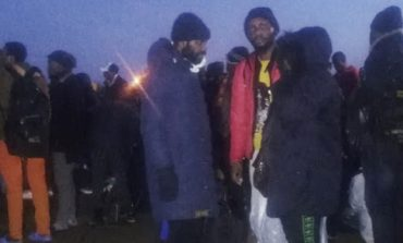 Εκατοντάδες μετανάστες στο Babakale απέναντι από την Λέσβο έτοιμοι να μπουν σε βάρκες