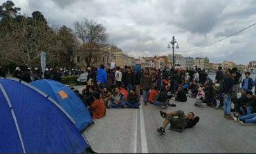Λέσβος: Συλλήψεις και έρευνα για τους κατοίκους που περιπολούσαν στη Μόρια