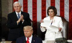 Η Νάνσι Πελόζι έσκισε την ομιλία Τραμπ για την κατάσταση του έθνους