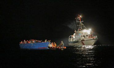 Βάρκα με μετανάστες προσπαθεί να εισέλθει στα χωρικά ύδατα της Κύπρου