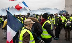 """Παρίσι: Αψηφώντας τις απαγορεύσεις διαδήλωσαν εκατοντάδες """"Κίτρινα Γιλέκα"""""""
