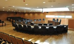 Μείωση αρμοδιοτήτων Δημοτικών Συμβουλίων: Τι ψήφισαν τα κόμματα