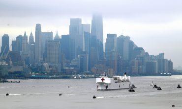 Πλωτό νοσοκομείο - Εντυπωσιακές εικόνες από τη Νέα Υόρκη όπου κατέπλευσε το USNS Comfort