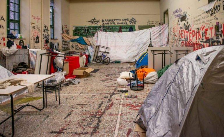 Πολυτεχνείο: Εκκένωση αίθουσας όπου διέμεναν περίπου 100 αλλοδαποί