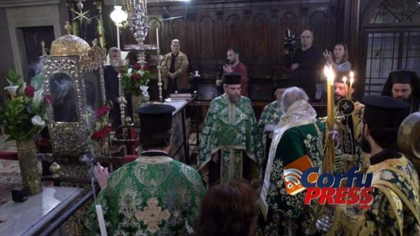 Εβδομάδα Παθών στους ναούς: Οι απαγορεύσεις Εκκλησίας – Πολιτείας και οι ανυπάκουοι πιστοί