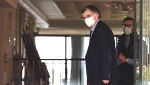 Κορωνοϊός: Στο γηροκομείο της Νέας Μάκρης ο Σωτήρης Τσιόδρας (εδώ φοράμε μάσκα)