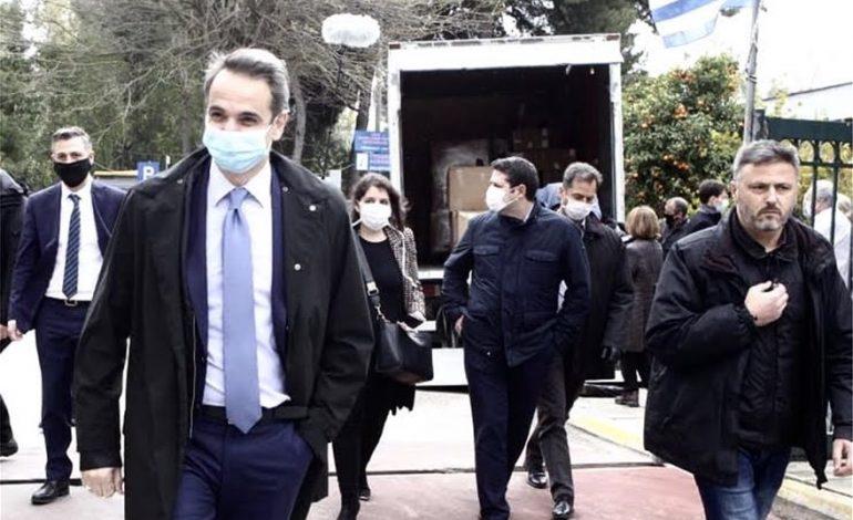 Μητσοτάκης στο Σωτηρία: «Είστε οι ήρωες πίσω από τις μάσκες»