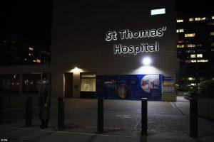 Μπόρις Τζόνσον: Τα επίμονα συμπτώματα και η νοσηλεία του