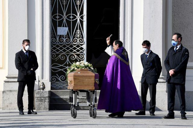 Πεθαίνοντας στο σπίτι: Ο άγνωστος απολογισμός της κρίσης του κοροναϊού στην Ιταλία
