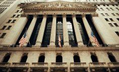 Απότομη προσγείωση στο τέλος για τη Wall Street