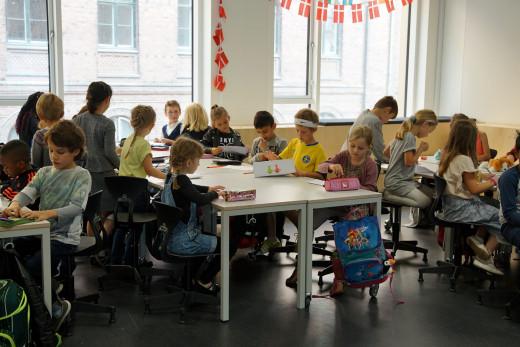 Η Δανία άνοιξε τα σχολεία αλλά οι γονείς κρατούν τα παιδιά στο σπίτι