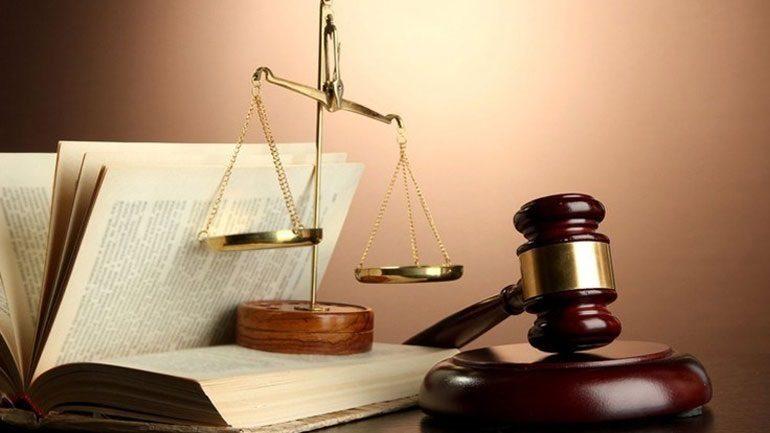 «Σπάει» τη μερική αναστολή των δικαστηρίων η κλήση σε εξηγήσεις 76χρονης για μία… καγκελόπορτα!