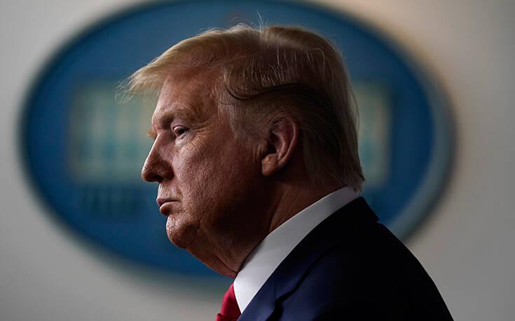 Κορονοϊός: Σε κατάσταση πανικού ο Τραμπ