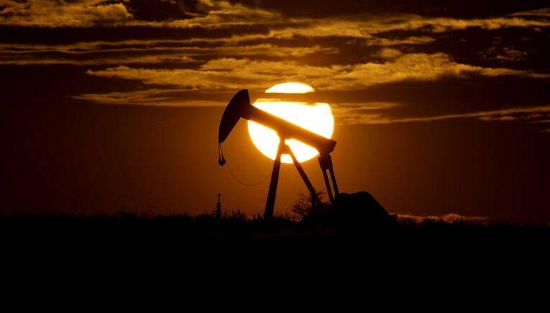 Ιστορική «βουτιά» για το πετρέλαιο – Βαρίδι η ισχυρή μείωση στη ζήτηση