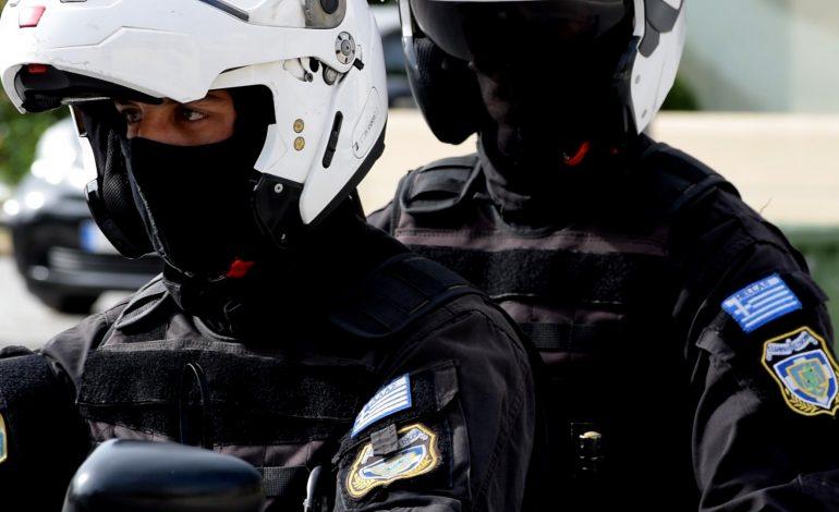 Λήστεψαν με την απειλή μαχαιριού διανομέα στην Πετρούπολη