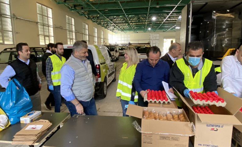 Διανεμήθηκαν από την Περιφέρεια Αττικής 53.000 μερίδες φαγητού το Μ. Σάββατο και την Κυριακή του Πάσχα