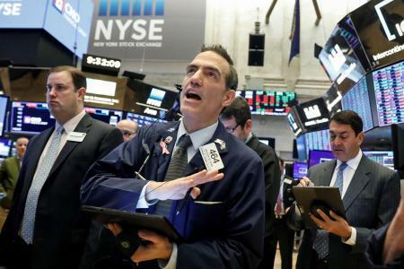 Άλμα 2,4% ο Dow, εκτός bear market ο Nasdaq με ράλι 4%
