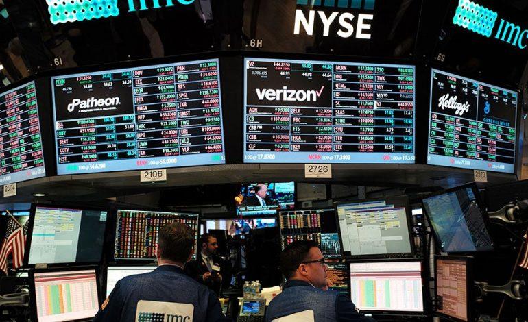 Κέρδη στη Wall Street με το βλέμμα στο ξεκλείδωμα των οικονομιών