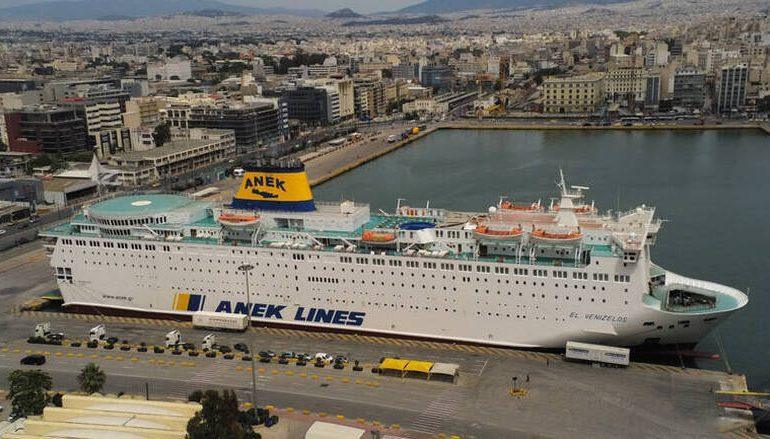Πλοίο σε καραντίνα στον Πειραιά: Περισσότερα από 120 άτομα θετικά στον κορωνοϊό