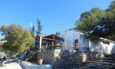Περίπου 150 πιστοί «ταμπουρώθηκαν» σε εκκλησία στην Ηλιούπολη - Έκρυθμη η κατάσταση