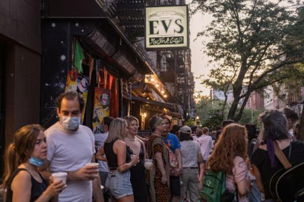 Νέα Υόρκη : Προειδοποιήσεις για νέο lockdown έφερε ο συνωστισμός στα μπαρ