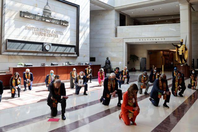 Συγκλονιστική στιγμή: Το Κογκρέσο γονάτισε στη μνήμη του Τζορτζ Φλόιντ