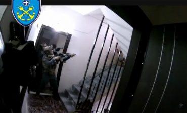 Πειραιάς: Σύλληψη εμπόρου ναρκωτικών on camera από τις ειδικές δυνάμεις του Λιμενικού