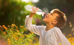 Να υπενθυμίζεται στο παιδί σας να πίνει νερό