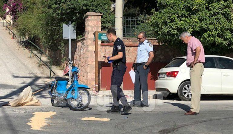 Aσυνείδητος οδηγός ΙΧ παρέσυρε και σκότωσε ντελιβερά στη Βουλιαγμένη – Τον εγκατέλειψε αβοήθητο