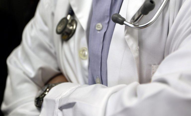 Γιατρός – μαϊμού: Η δικογραφία σοκάρει -Ετσι έπειθε τους συγγενείς και έστειλε τρεις στον θάνατο