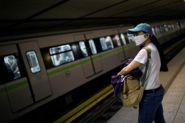 Μονόδρομος η υποχρεωτική χρήση μάσκας στους κλειστούς χώρους για τους ειδικούς