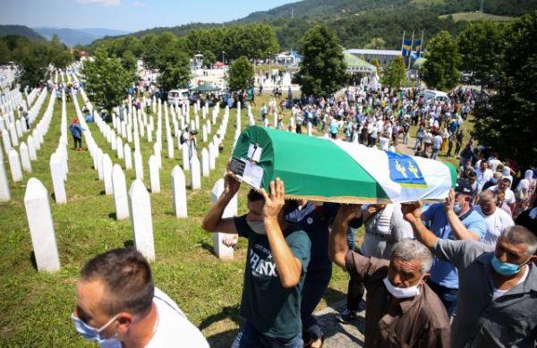 Σφαγή στη Σρεμπρένιτσα: 25 χρόνια μετά οι μουσουλμάνοι της Βοσνίας τιμούν τους νεκρούς τους
