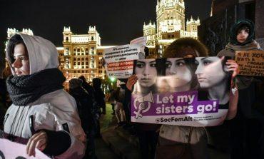 Ρωσία: Τρεις αδερφές σκότωσαν τον πατέρα τους γιατί τις κακοποιούσε - Οι βαριές κατηγορίες που αντιμετωπίζουν