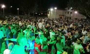 Αλίαρτος: Εικόνες συνωστισμού σε γλέντι παρουσία βουλευτών