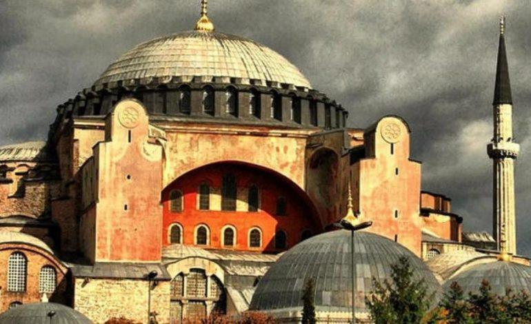 Εκτακτο: Η Αγία Σοφία έκλεισε για το κοινό ώστε να ξανανοίξει ως τζαμί!