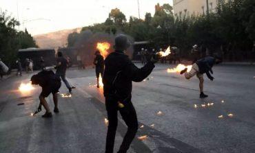Αστυνομικός που υπηρετεί στο ΣΥΡΙΖΑ απέτρεψε σύλληψη στα επεισόδια