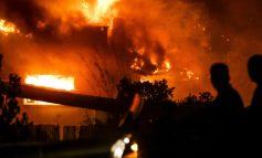 «Θάψτα γιατί θα σε σκίσουμε»: Σάλος με τις αποκαλύψεις για πολιτικές παρεμβάσεις για απόκρυψη στοιχείων για την πυρκαγιά στο Μάτι