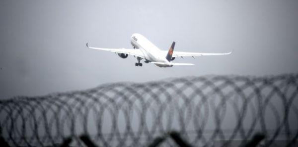 Κοροναϊός: Οι ΗΠΑ αίρουν την ταξιδιωτική οδηγία που αφορούσε όλο τον πλανήτη