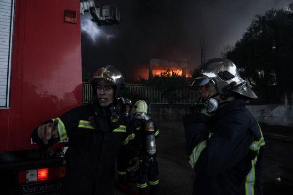 Πυρκαγιά στη Μεταμόρφωση: Ενισχύονται οι πυροσβεστικές δυνάμεις – Καπνοί έχουν καλύψει τον αττικό ουρανό