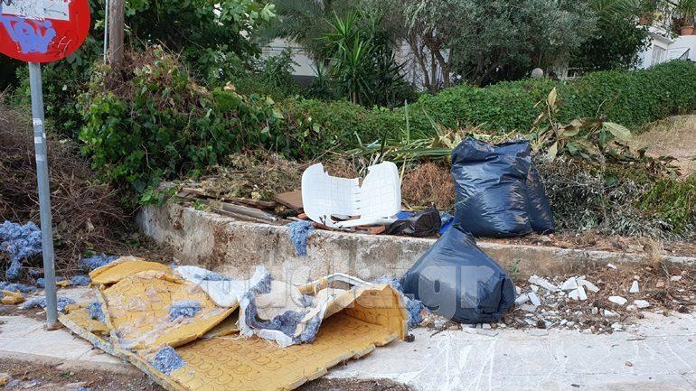 Καταγγελία αναγνώστη: «Νέα Ερυθραία, ένας απέραντος σκουπιδότοπος»