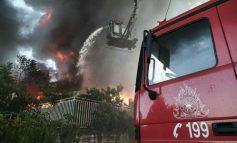 Συνεχίζει να καίει η φωτιά στη Μεταμόρφωση – Κατέρρευσε τμήμα του εργοστασίου