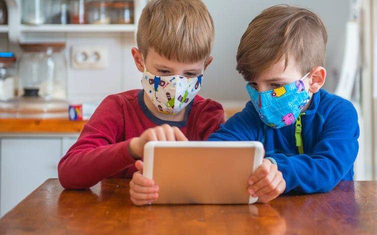 ΠΟΥ: Τα παιδιά από 12 ετών και άνω πρέπει να φορούν μάσκα