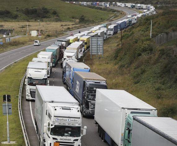 Βρετανία: Ουρές 14 χιλιομέτρων και καθυστερήσεις 10 ωρών λόγω αντιτρομοκρατικής επιχείρησης