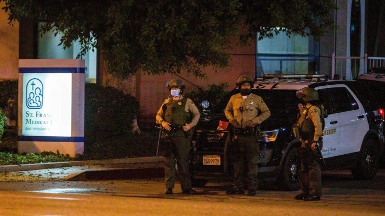 Λος Άντζελες: Ανθρωποκυνηγητό για τη σύλληψη του δράστη που τραυμάτισε σοβαρά δύο αστυνομικούς