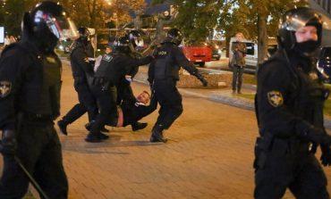 Λευκορωσία: Περισσότερες από 100 συλλήψεις στις διαδηλώσεις κατά της ορκωμοσίας Λουκασένκο