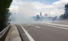 Hot spot Μαλακάσας _ Οι μετανάστες διαμαρτύρονται για την ποιότητα του φαγητού. Πετροπόλεμος με τα ΜΑΤ