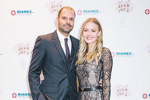 ΕΚΑΛΗ : Ο εφοπλιστής Θέμης Πετράκης παντρεύτηκε στο παρεκκλήσι της οικογενειακής έπαυλης την καλλονή Nina Yankovskiy