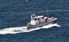 Ολοκληρώθηκε η επιχείρηση ρυμούλκησης στο λιμάνι της Παλαιόχωρας σκάφους που μετέφερε μετανάστες